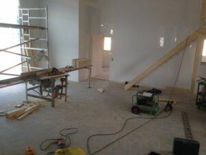 Nu är det målat i verkstan och i butiken/kundmottagningen. Snart lägger vi golv.